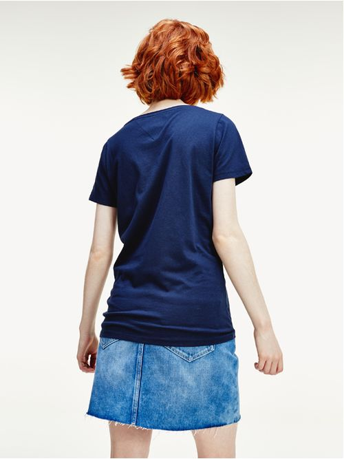 Camiseta-con-cuello-de-pico-y-logo-Tommy-Hilfiger