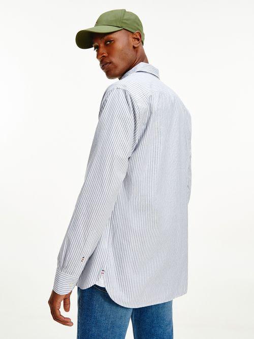 Camisa-de-rayas-verticales-con-corte-regular